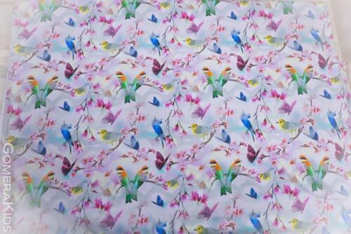Puuvillane trikotaaž roosakal taustal väiksed linnud liblikad lilled